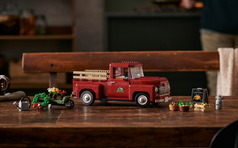 SURPRISE REVEAL!! LEGO Pickup Truck 10290
